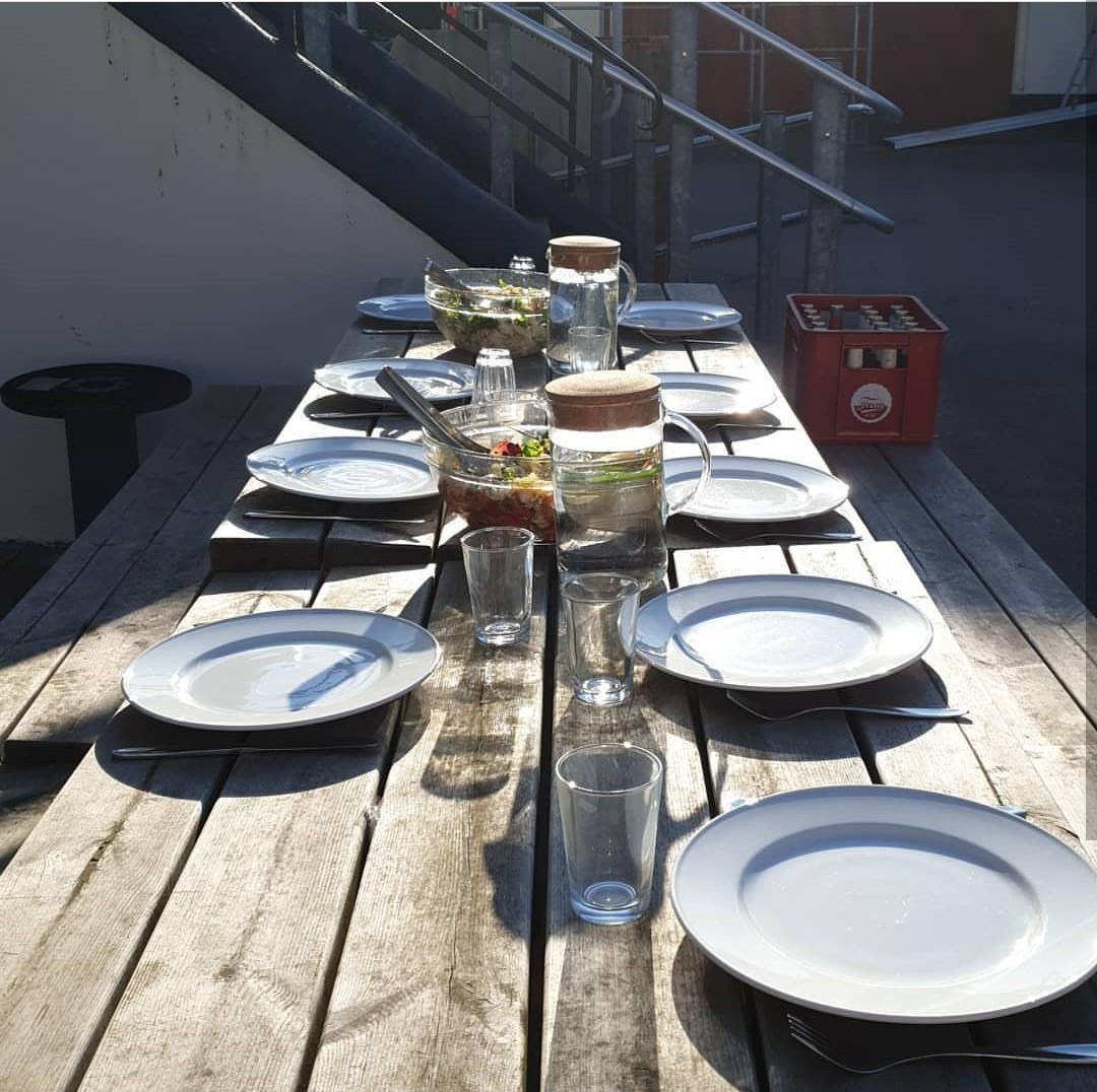 Fællesspisning i Pilegården
